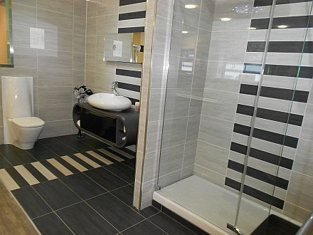 C Hanlon Bathrooms bathroom showroom in Thornliebank, Glasgow