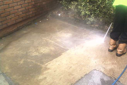 Cleaning path with jet washer