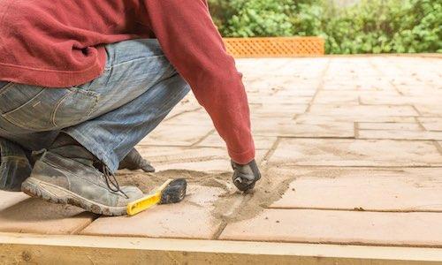 Laying flagstone paving